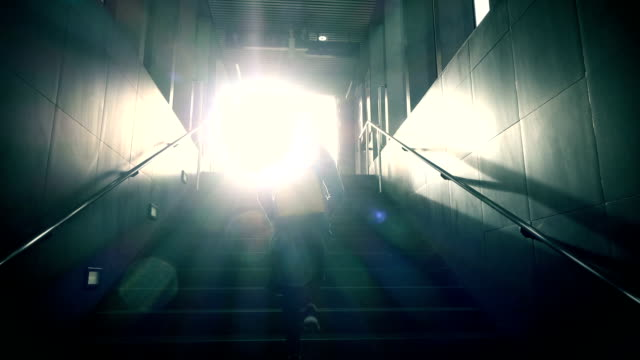 walking up to light slow-motion - fare un passo video stock e b–roll