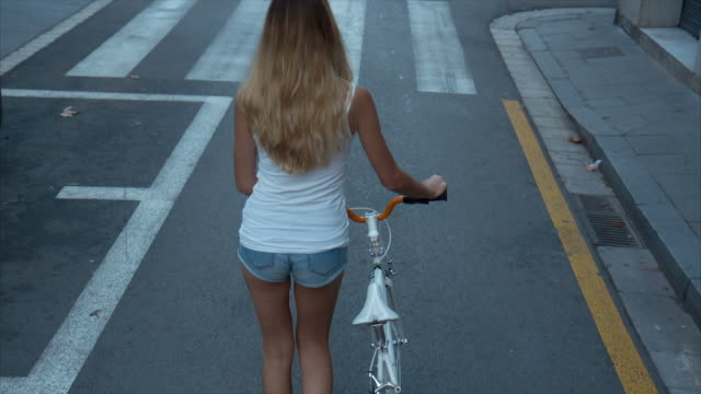 Walking With My Bicycle (slow motion) - vídeo