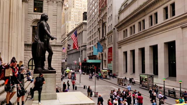 wall street new york - heykel stok videoları ve detay görüntü çekimi