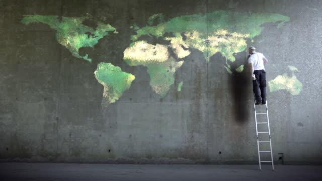 ウォールストリートワールドマップ - street graffiti点の映像素材/bロール