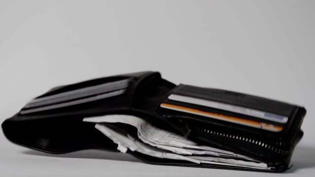 wallet falling in slow motion on white - 銀包 個影片檔及 b 捲影像