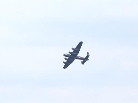 vidéos et rushes de avion de guerre, avions 3-bombardier lancaster - première guerre mondiale