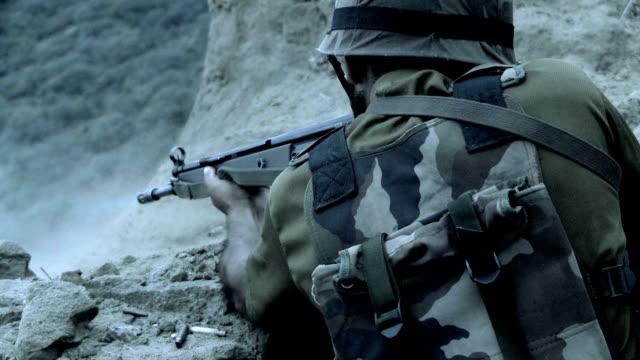 vidéos et rushes de zone de guerre - mitrailleuse