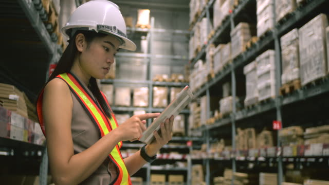 Warehouse worker Checking List Before making delivery.
