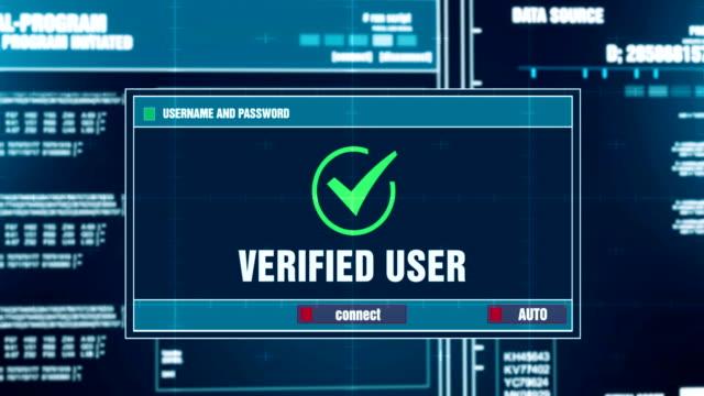 警告通知後入力ログインとパスワード デジタル システム セキュリティの警告エラー メッセージ コンピューターの画面上に生成されます。サイバー犯罪、コンピューター概念をハッキング ビデオ