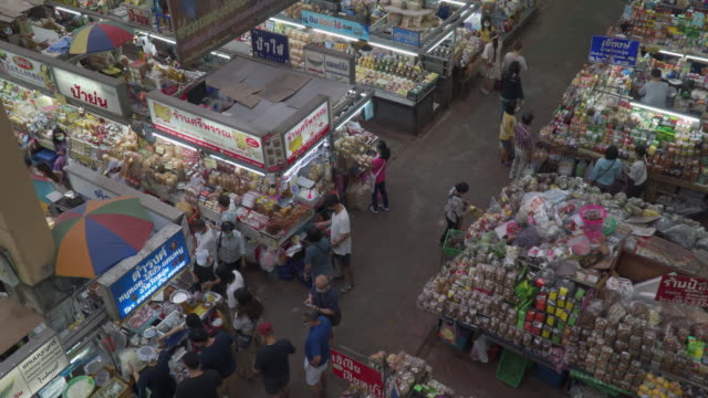 Warorot Market in Chiang Mai City Warorot Market in Chiang Mai City on September 12, 2020 souvenir stock videos & royalty-free footage
