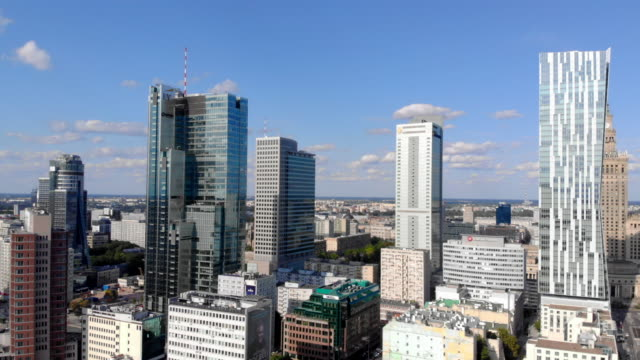 warsaw city with summer sun_7 - польша стоковые видео и кадры b-roll