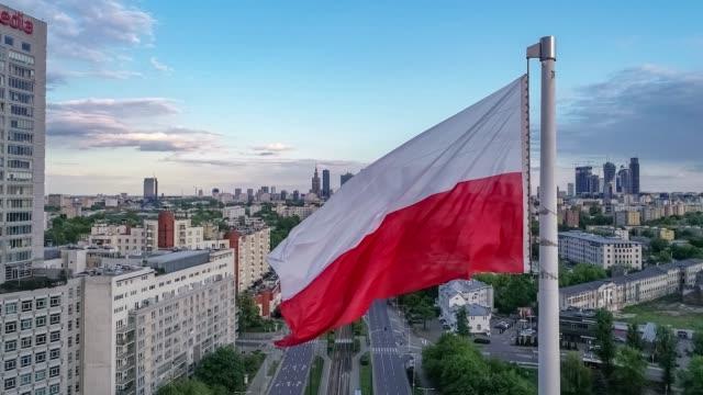 vídeos y material grabado en eventos de stock de varsovia - bandera de polonia - polonia