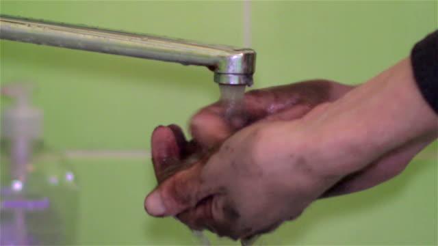 tvätta händerna smutsiga - kapsejsa bildbanksvideor och videomaterial från bakom kulisserna