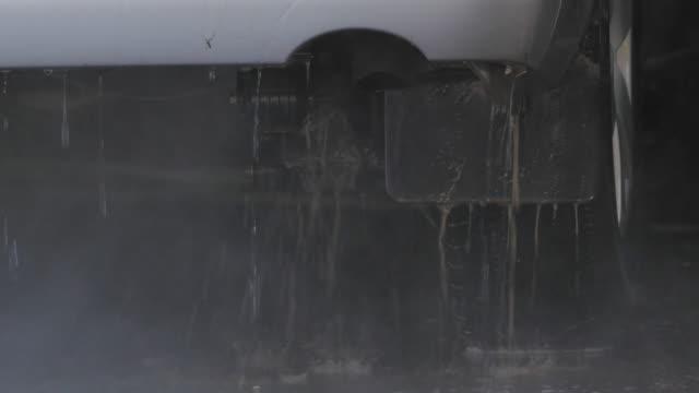 tvätta en bil - surf garage bildbanksvideor och videomaterial från bakom kulisserna