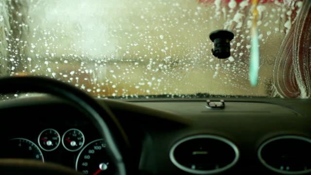 tvätt bil utsikt från stugan - surf garage bildbanksvideor och videomaterial från bakom kulisserna