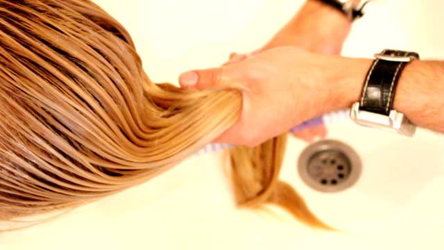 洗髪(hd - 美容室のビデオ点の映像素材/bロール