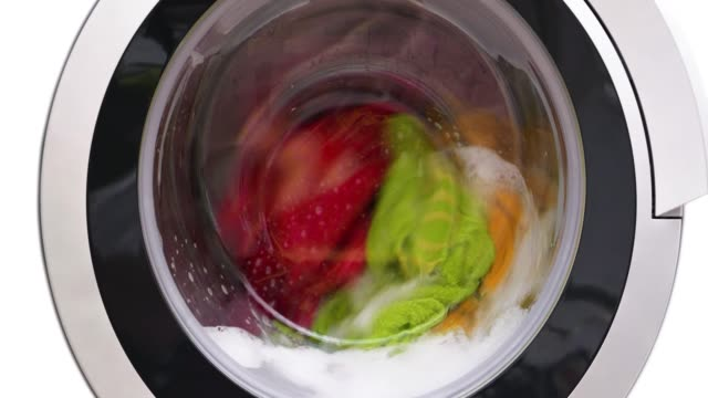 4k - washing machine washes colored clothes. close-up - pranie filmów i materiałów b-roll