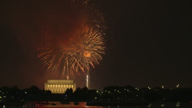 washington dc fireworks with the lincoln memorial and kayakers in the foreground - independence day stock videos & royalty-free footage