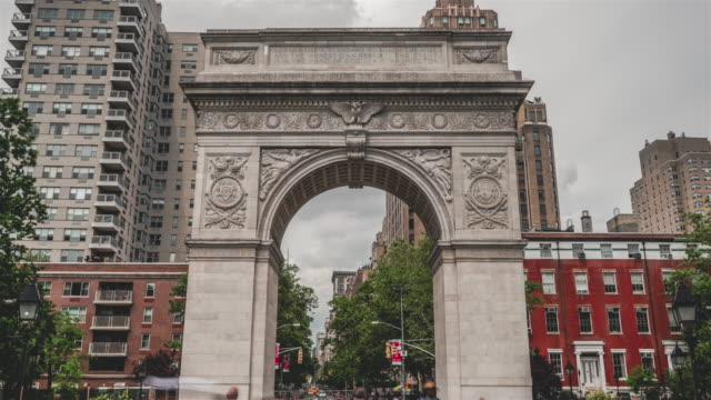 washington square | new york city - sehenswürdigkeit stock-videos und b-roll-filmmaterial