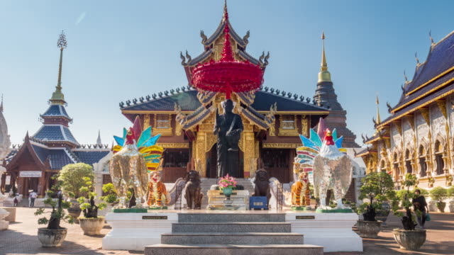 wat ban den tapınak ya da wat den sa lee si mueng gan chiang mai, tayland - stupa stok videoları ve detay görüntü çekimi