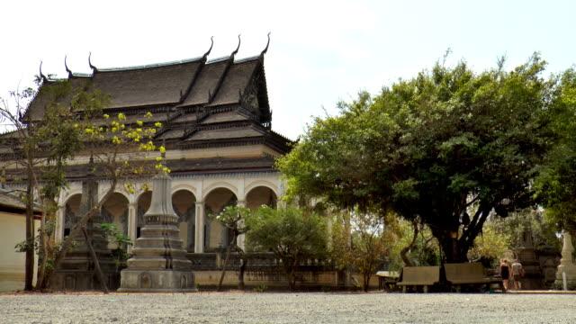 wat bo – siem reap, kambodscha - kambodschanische kultur stock-videos und b-roll-filmmaterial