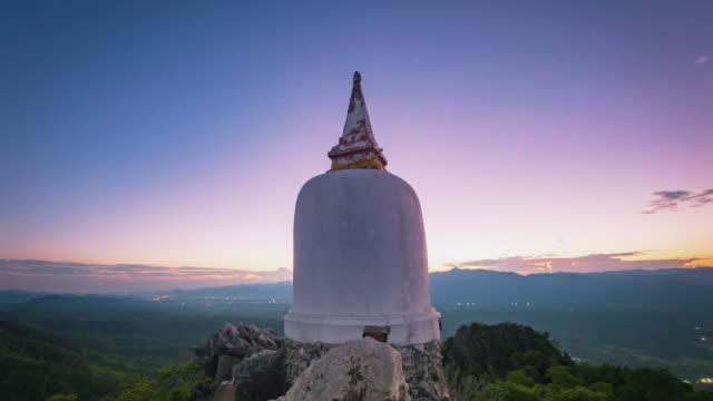 vídeos de stock, filmes e b-roll de rachanusorn de prajomklao de chalermprakiet de wat lampang tailândia - wat