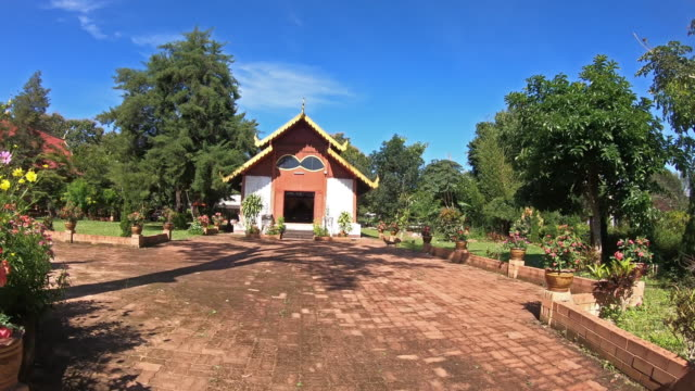 wat chan temple in mae hong son thailand - wat video stock e b–roll