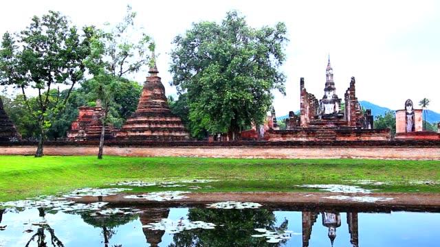 Wat mahathat in sukhothai historical park Wat mahathat in sukhothai historical park, sukhothai, thailand sukhothai stock videos & royalty-free footage