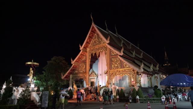 vídeos de stock, filmes e b-roll de wat phra singh em chiangmai, tailândia. - wat