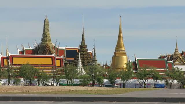 vídeos de stock, filmes e b-roll de wat pra kaew (templo do buda de esmeralda, em bangcoc, tailândia - wat