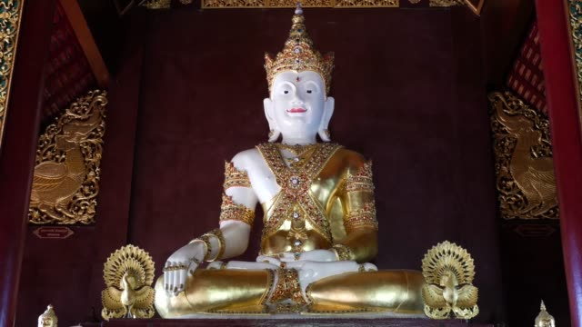 wat rajamontean schöner tempel von chiang mai, thailand - buddha stock-videos und b-roll-filmmaterial