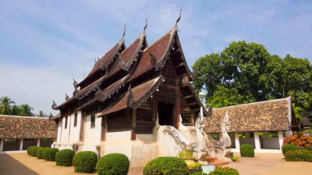 vídeos de stock, filmes e b-roll de wat tonelada klain, antigo templo de madeira - wat