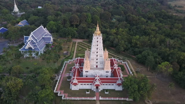 wat yannasang wararam buddhist temple at pattaya city - верующий стоковые видео и кадры b-roll