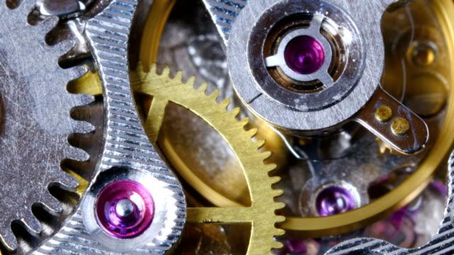 vídeos de stock e filmes b-roll de watch mechanism close up. - dentes