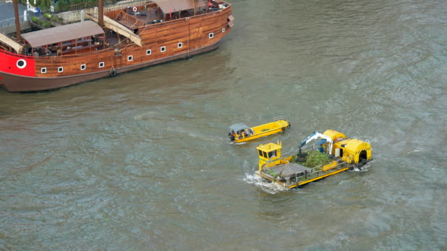 Water cleaning boat Chao Phraya river