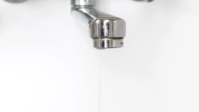 Water dripping from the tap. – Video