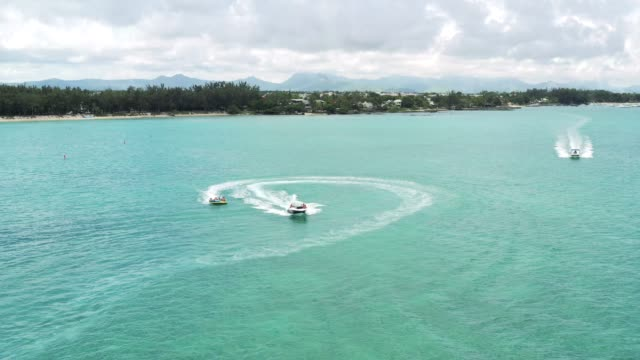 water games in mauritius - isole mauritius video stock e b–roll