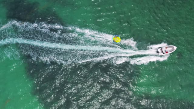 stockvideo's en b-roll-footage met waterspelen in mauritius - opblaasband