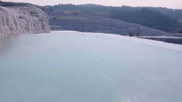 土耳其棉花水池和石灰華地層中的水 - 亞洲中部 個影片檔及 b 捲影像
