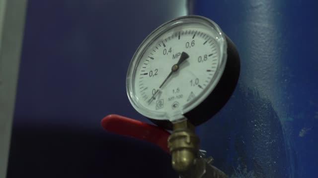 vatten mätare tryck - barometer bildbanksvideor och videomaterial från bakom kulisserna