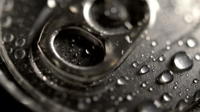 water on a metal can lid - ritemprarsi video stock e b–roll