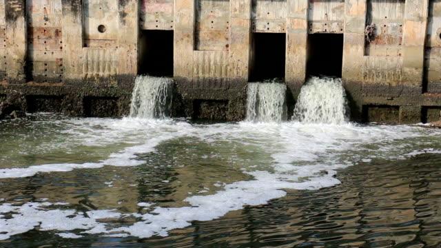 inquinamento dell'acqua. - fertilizzante video stock e b–roll