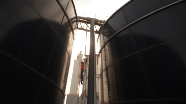 vídeos de stock e filmes b-roll de water tanks - cisterna água parada