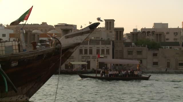 water travel - uae flag filmów i materiałów b-roll