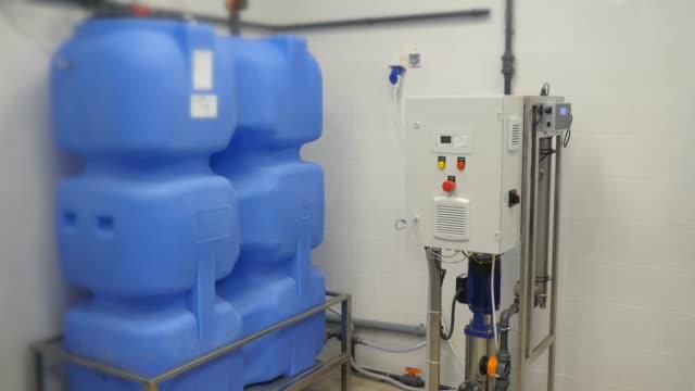 vídeos de stock, filmes e b-roll de sistema de tratamento de água - diálise