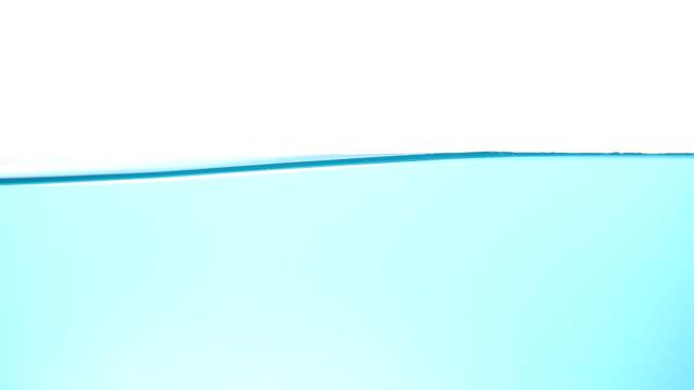Vatten vit bakgrund Studio shot video