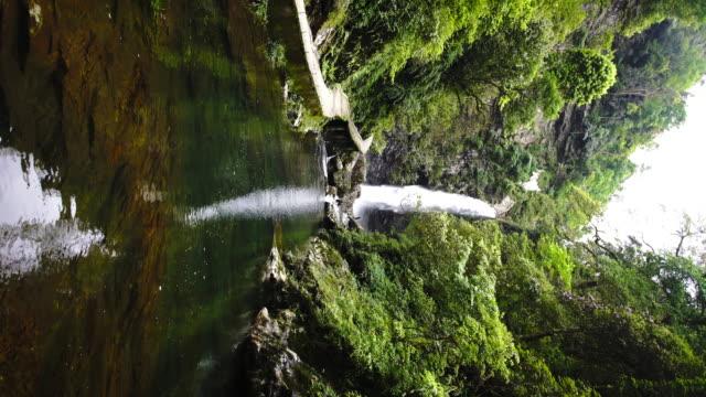 waterfall in huaping nature reserve,longsheng,guilin,china - longsheng filmów i materiałów b-roll