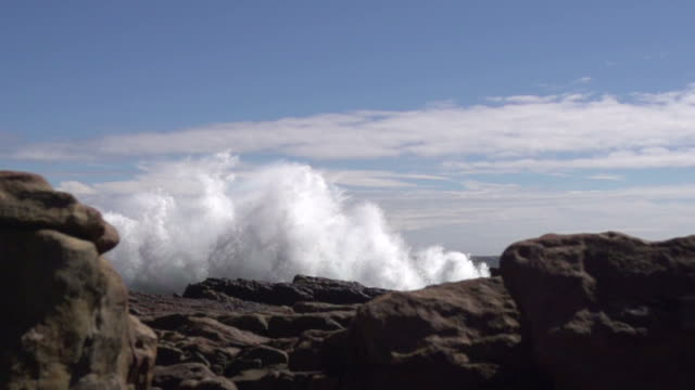 Wave smashing against rocks video