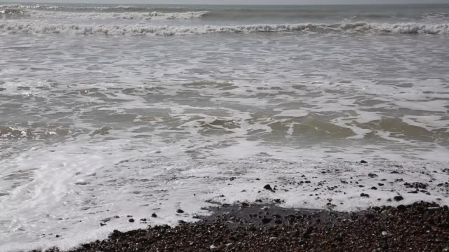 waves and sea worthing uk - sussex occidentale video stock e b–roll
