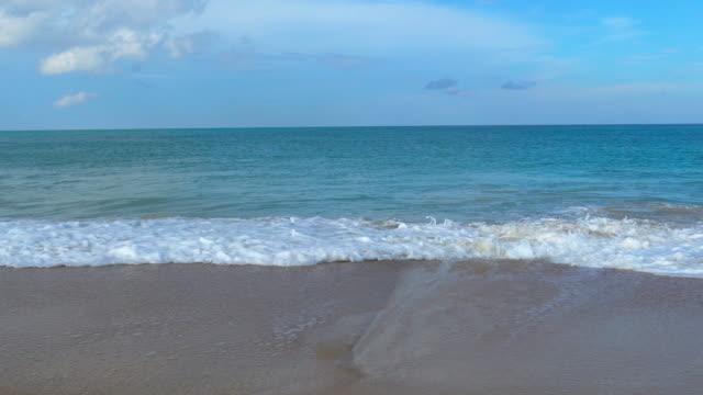 waves at maikhao beach - кораблекрушение стоковые видео и кадры b-roll