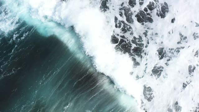 wellen ozeanflug - rau stock-videos und b-roll-filmmaterial