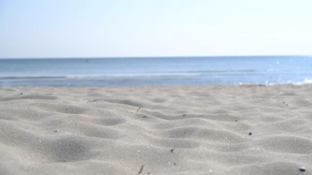 vídeos de stock e filmes b-roll de waves of sand - sand