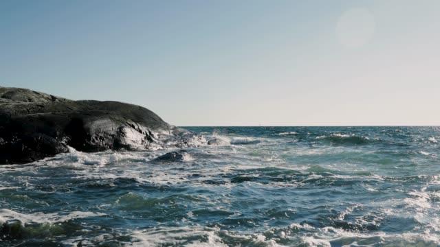vågor stänker på stenar - bohuslän nature bildbanksvideor och videomaterial från bakom kulisserna