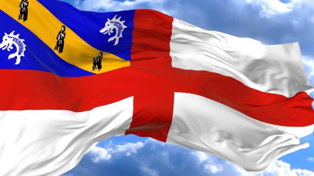 waving flag gainst the blue sky herm - insygnia filmów i materiałów b-roll